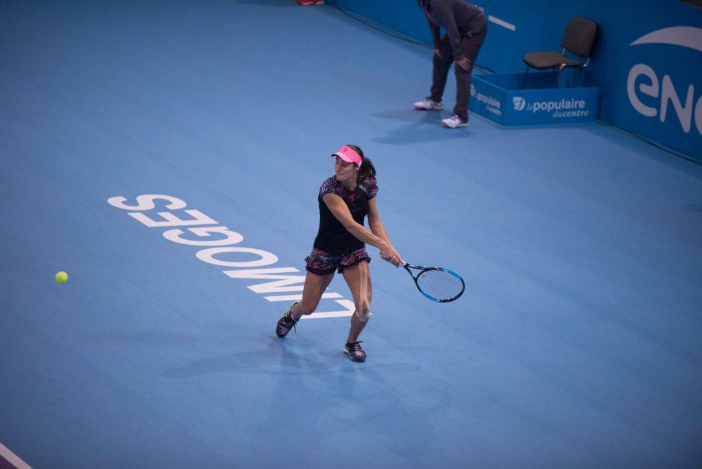 WTA 125k Limoges 2017: Monica Niculescu a câştigat la Gabriela Ruse şi va juca în sferturi.